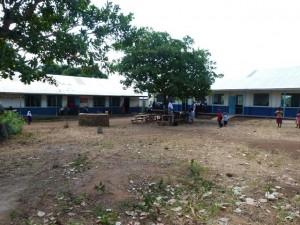 rechts das 3. neue Schulgebäude